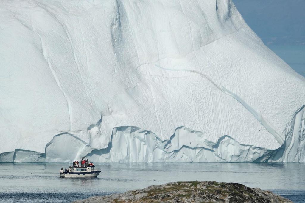 Greenland mat 12 ty tan bang mot ngay anh 2