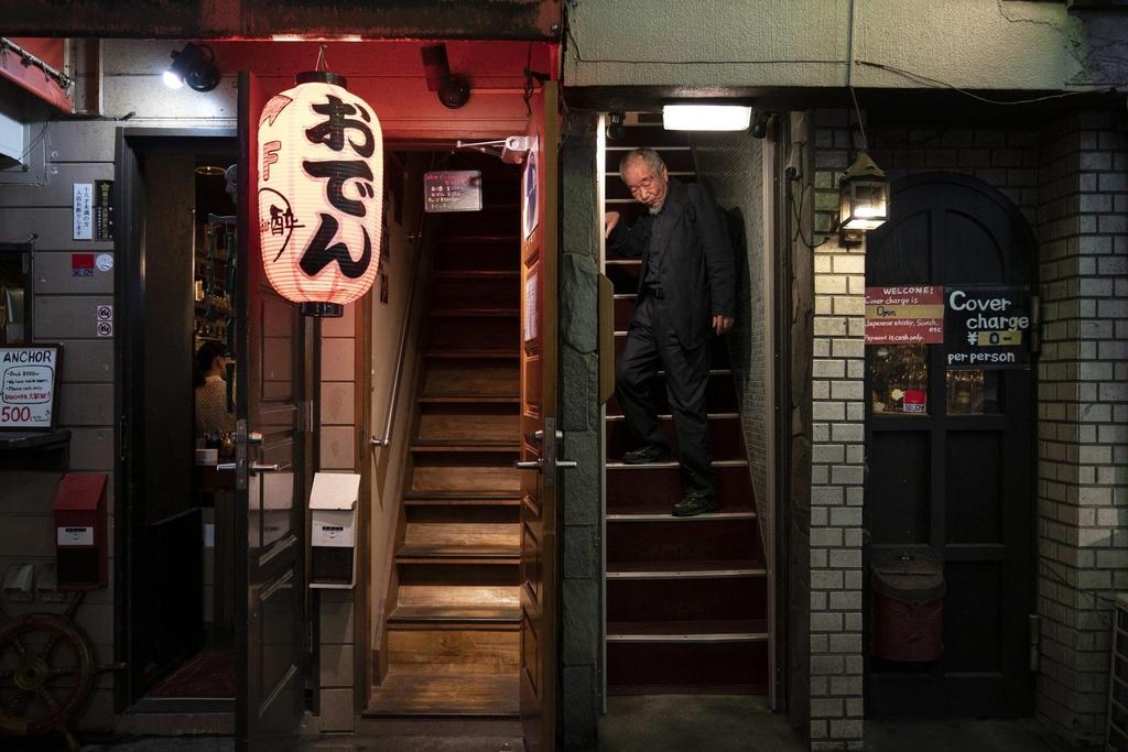 Khu pho dem voi nhung con hem ti hon o thu do Tokyo hinh anh 10