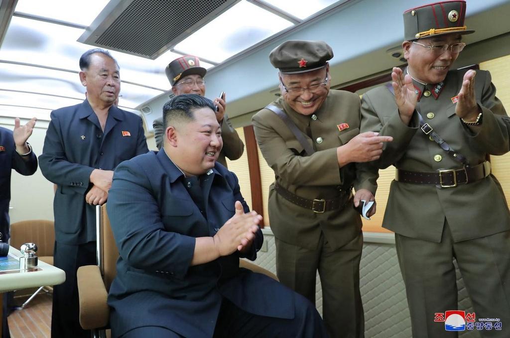 Ông Kim Jong Un hài lòng về kết quả thử tên lửa