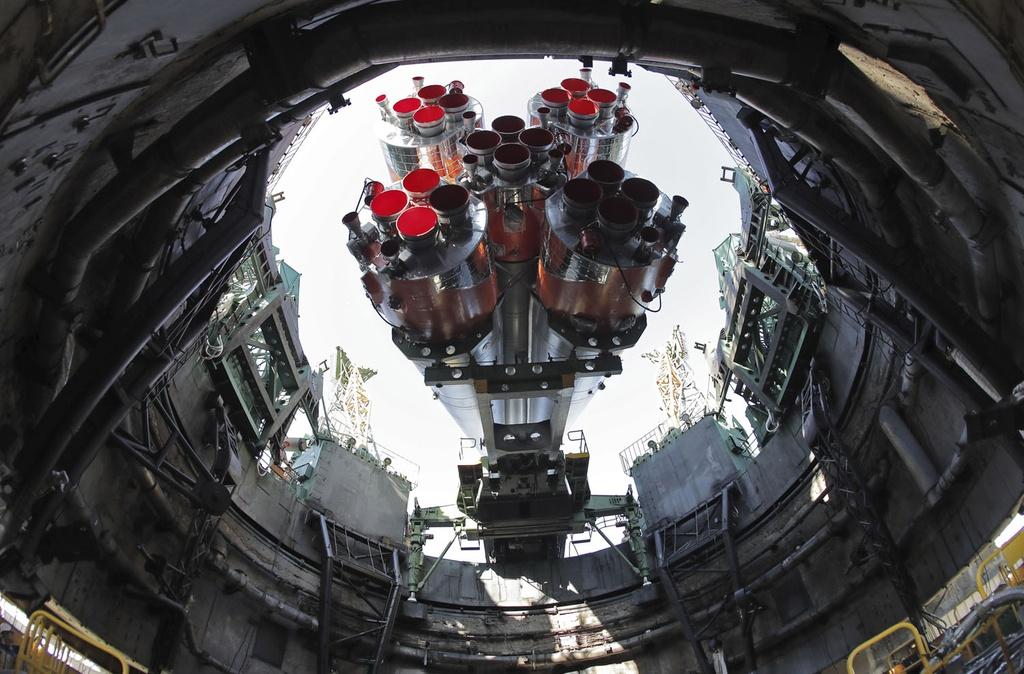 Khung canh ky vi khi tau vu tru Nga duoc phong len ISS hinh anh 2