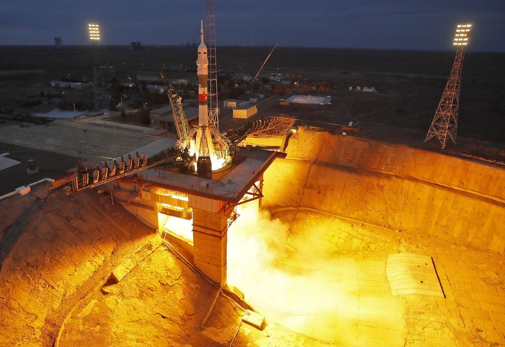 Khung canh ky vi khi tau vu tru Nga duoc phong len ISS hinh anh 6
