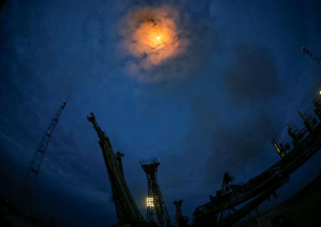 Khung canh ky vi khi tau vu tru Nga duoc phong len ISS hinh anh 9
