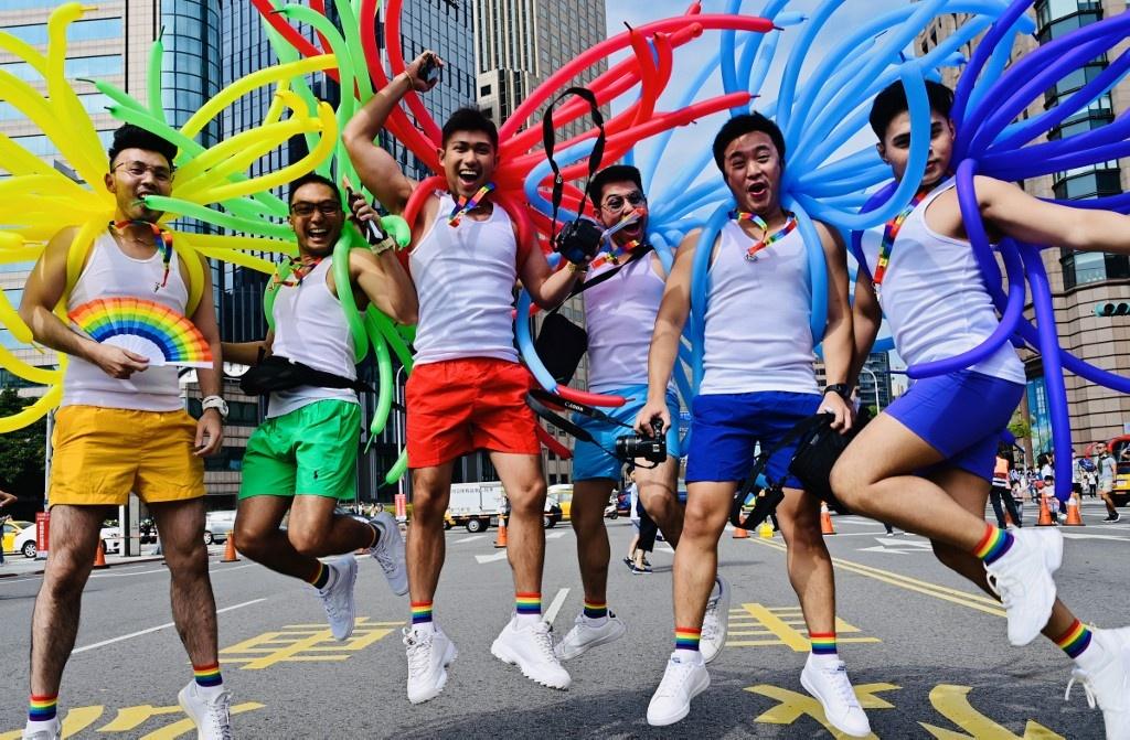 Dai Loan ruc ro voi Gay Pride dau tien sau hop phap hon nhan dong gioi hinh anh 1