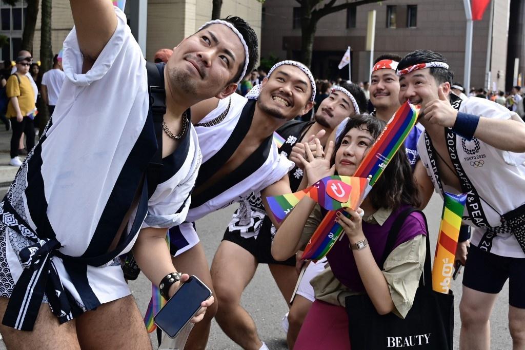 Dai Loan ruc ro voi Gay Pride dau tien sau hop phap hon nhan dong gioi hinh anh 2