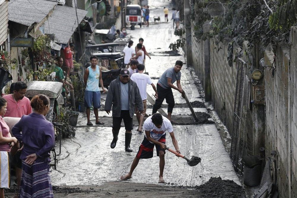 Hang nghin nguoi Philippines di tan vi tro bui nui lua hinh anh 6 6.jpeg