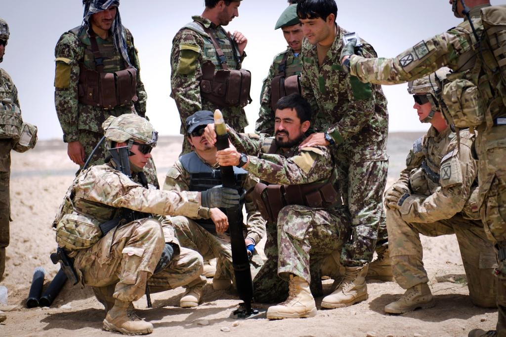 Thuong vong qua cao, quan doi Afghanistan kho tuyen quan hinh anh 10