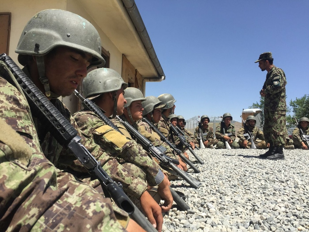 Thuong vong qua cao, quan doi Afghanistan kho tuyen quan hinh anh 9