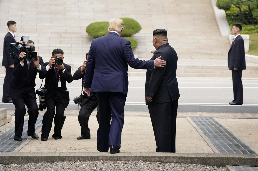 Trump gap Kim o DMZ anh 1