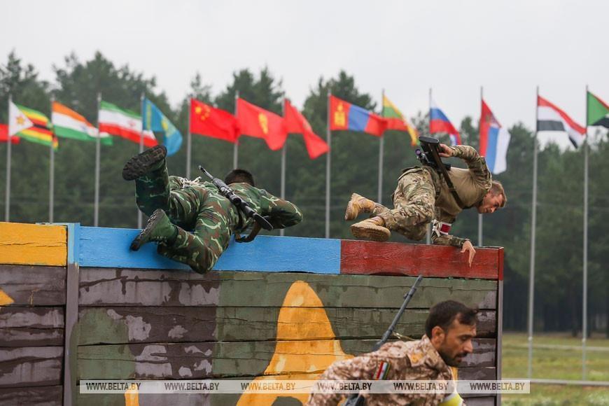 Tuyen Viet Nam thi dau het minh o giai ban sung tiep suc Army Games hinh anh 2