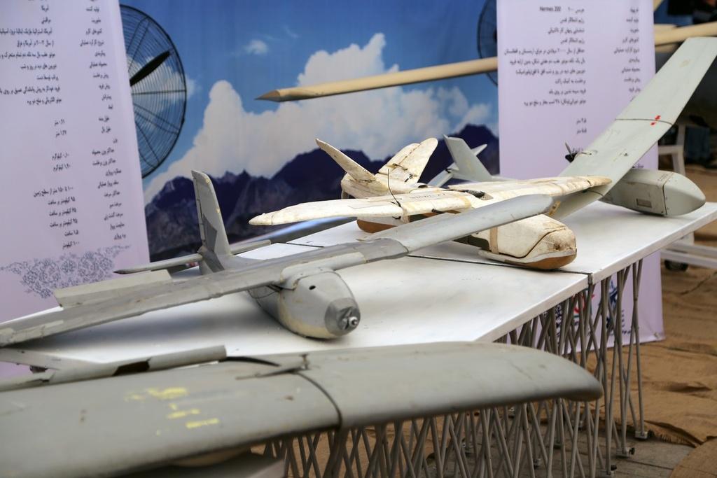 RQ-4 chi chit vet thung - Iran khoe chien tich ban ha UAV cua My hinh anh 2