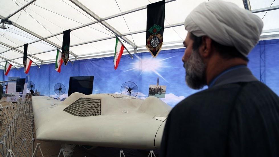 RQ-4 chi chit vet thung - Iran khoe chien tich ban ha UAV cua My hinh anh 1