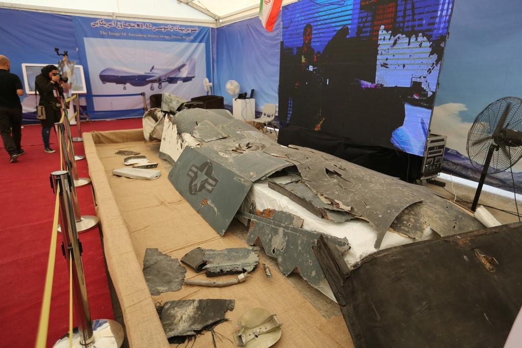 RQ-4 chi chit vet thung - Iran khoe chien tich ban ha UAV cua My hinh anh 13