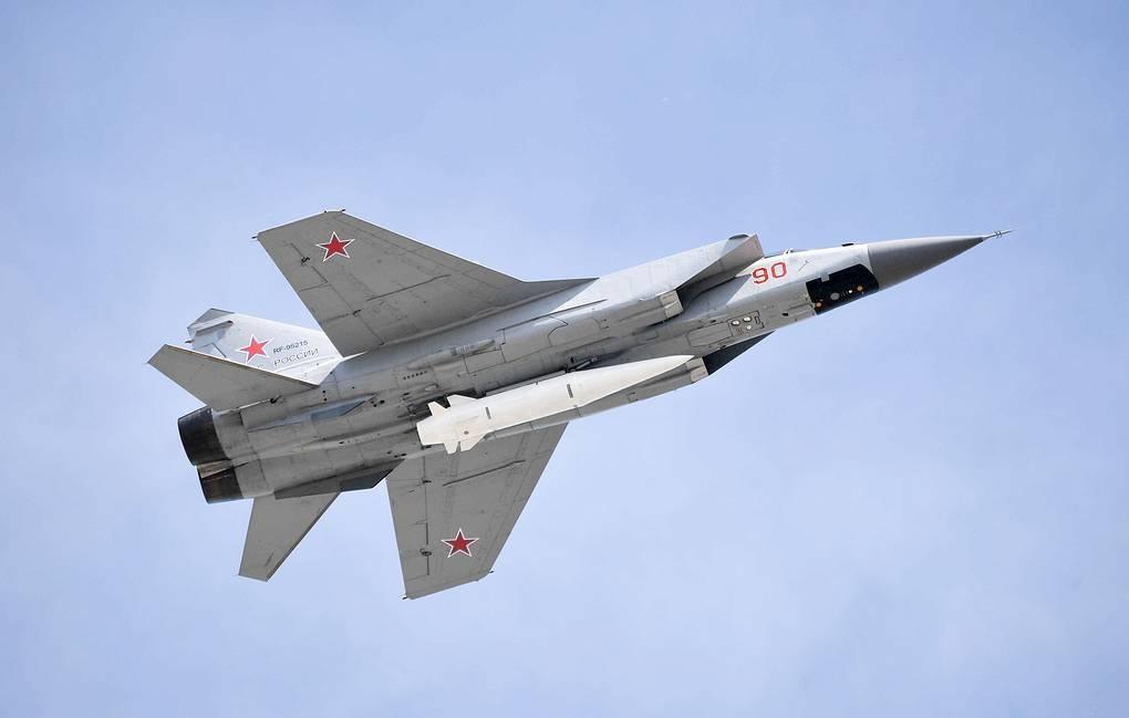 Tên lửa siêu vượt thanh Kinzhal phóng từ tiêm kích MiG-31 của Nga. Ảnh: TASS.