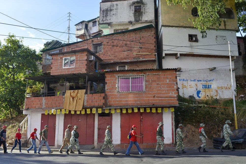 Venezuela tap tran quan su, trien khai be phong ten lua tren duong hinh anh 2 z_vene_2.jpeg