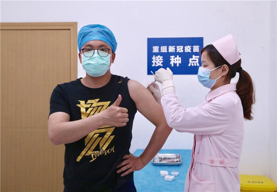 Nguoi tinh nguyen thu vaccine Covid-19 o Vu Han hinh anh 1 z_vaccine_1.jpeg