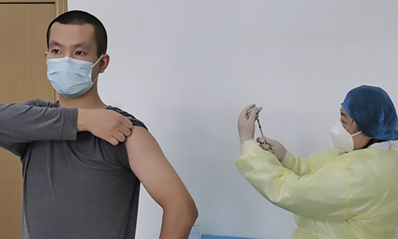 Nguoi tinh nguyen thu vaccine Covid-19 o Vu Han hinh anh 7 z_vaccine_8.jpg