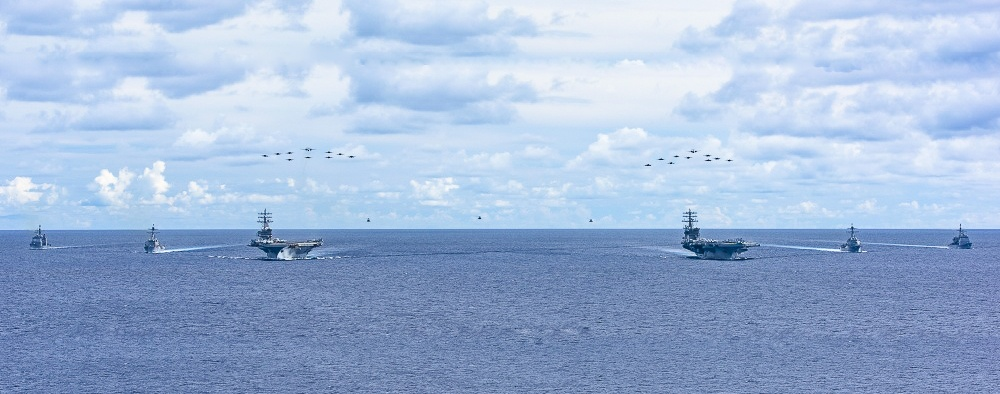 Đội hình hùng hậu của hai tàu sân bay Mỹ trên Biển Đông