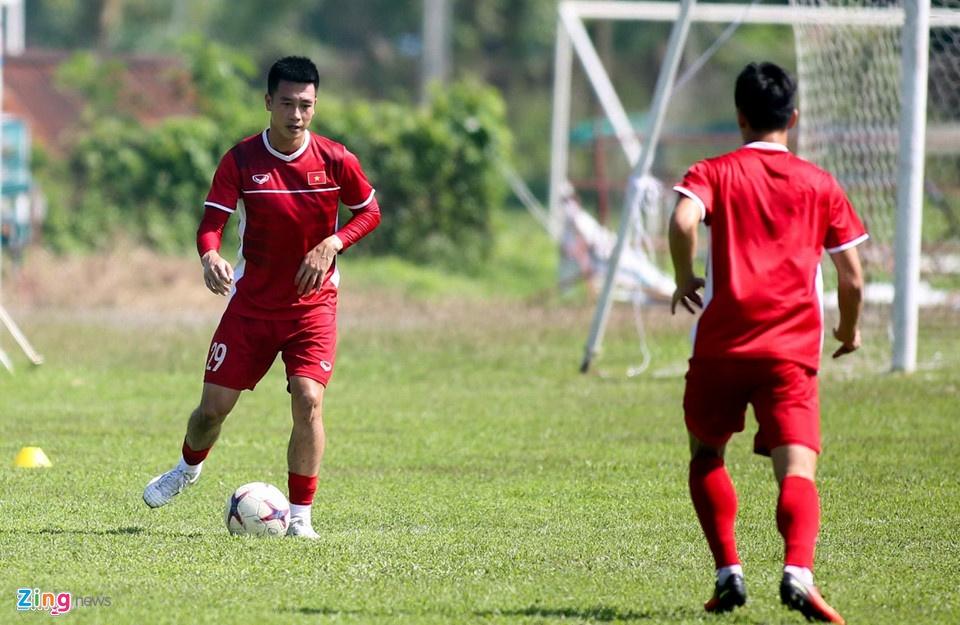 Nguyen Huy Hung - tien ve vuot qua su hoai nghi de toa sang o AFF Cup hinh anh 4