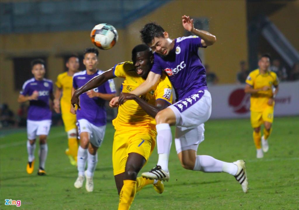 Vang Phan Van Duc, Olaha bat luc trong vong vay cua hau ve CLB Ha Noi hinh anh 5