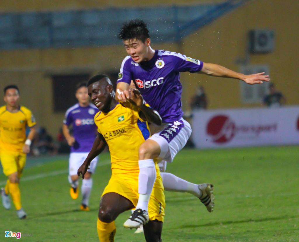Vang Phan Van Duc, Olaha bat luc trong vong vay cua hau ve CLB Ha Noi hinh anh 6