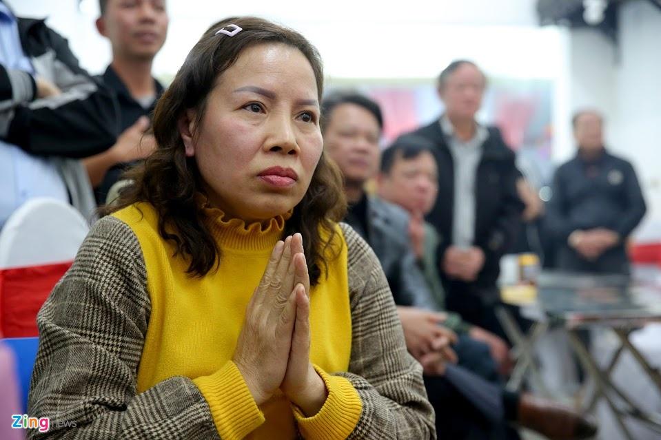 CDV vay quanh bo me Hung Dung sau chien thang cua U22 Viet Nam hinh anh 3