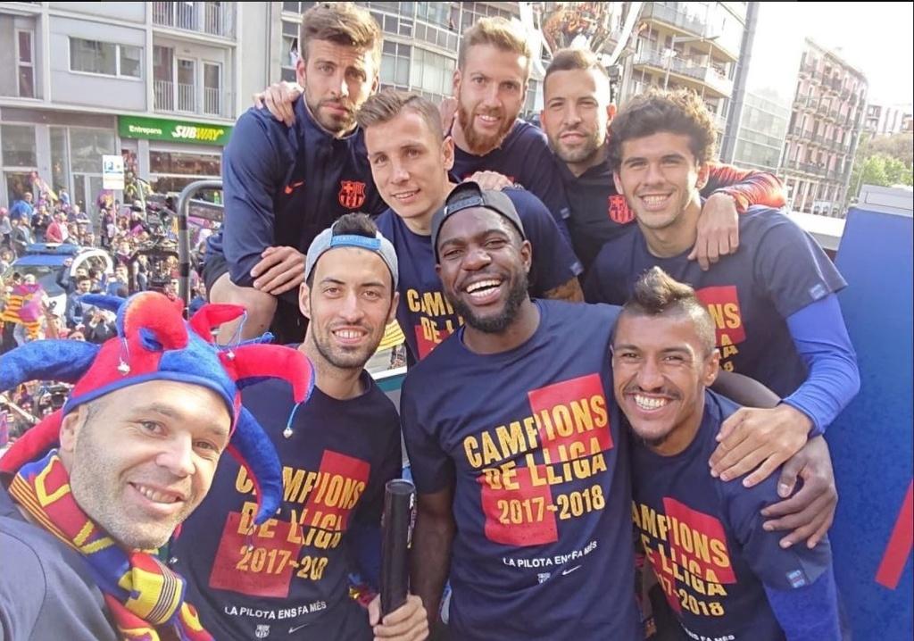 Messi, Iniesta rang ro trong ngay Barcelona dieu hanh Cup vo dich hinh anh 6