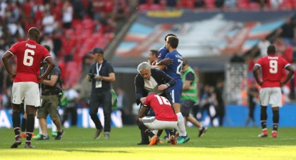 Cau thu MU 'chet lang',  nhin Chelsea nang cup FA anh 8