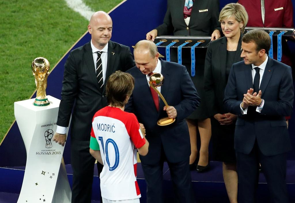 Modric chung phan voi Ronaldo 'beo', Messi va Zidane hinh anh 3