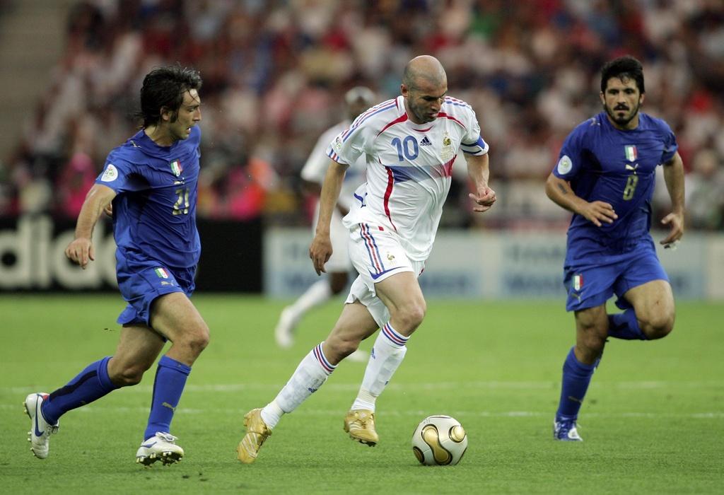 Modric chung phan voi Ronaldo 'beo', Messi va Zidane hinh anh 6