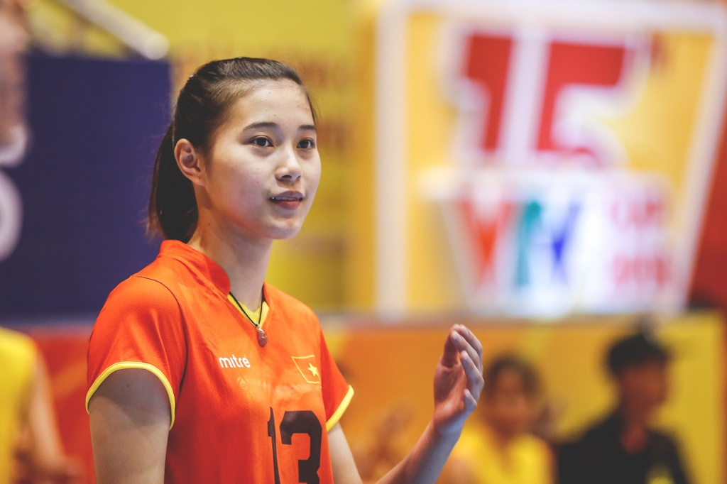Nhung chan dai xinh dep khoe sac o VTV Cup 2018 hinh anh 3