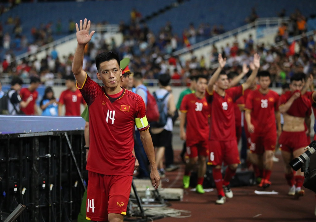 Tuyen thu Thanh Trung: 'Van Quyet ghi ban de dap lai loi chi trich' hinh anh 1