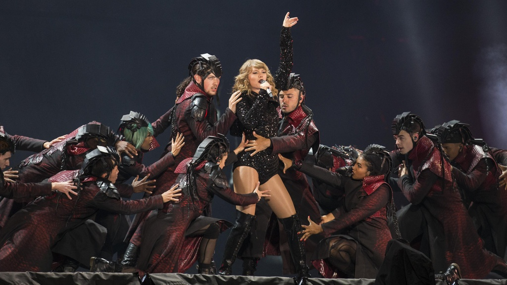 Suc hut, su quyen ru va dang cap ngoi sao cua Taylor Swift hinh anh 1