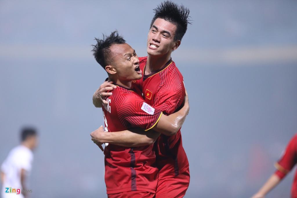 Van Duc an mung giong Ronaldo khi ghi ban vao luoi Campuchia hinh anh 2