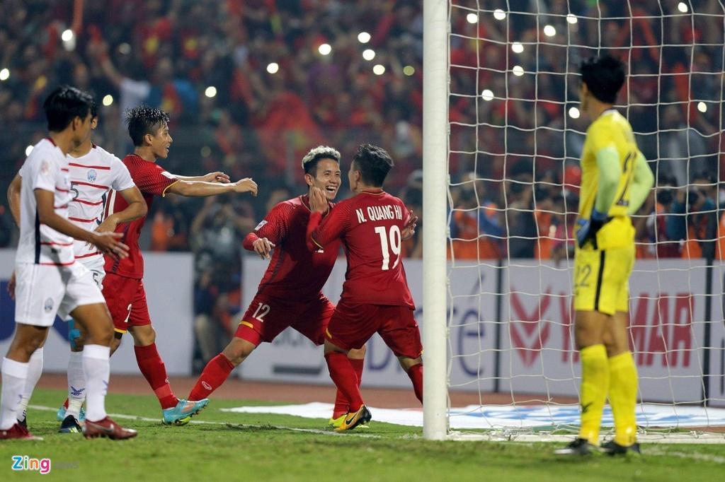 Van Duc an mung giong Ronaldo khi ghi ban vao luoi Campuchia hinh anh 4