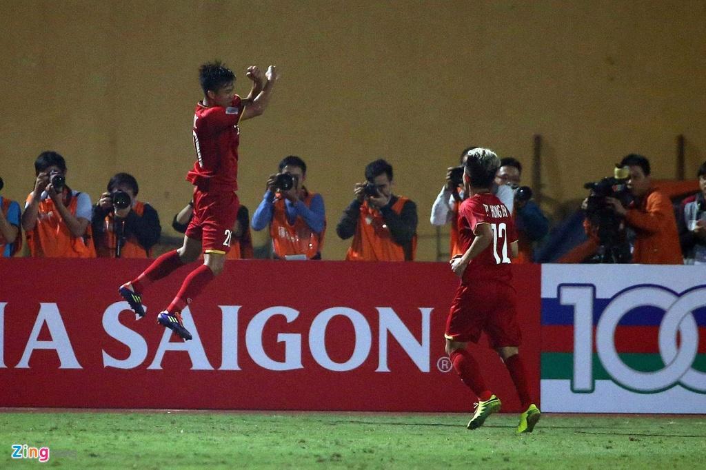 Van Duc an mung giong Ronaldo khi ghi ban vao luoi Campuchia hinh anh 7