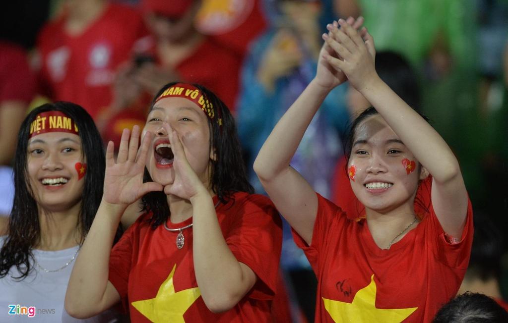 CDV nu xinh dep doi mua xem U23 Viet Nam dau Myamnar anh 7