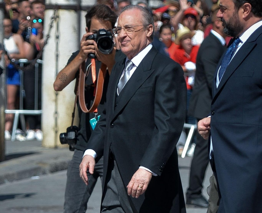 Vo chong Beckham, Roberto Carlos du dam cuoi cua Ramos hinh anh 7