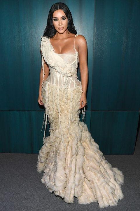 Selena Gomez va dan my nhan duoc be, nam im tren xe vi so hong vay hinh anh 1 kim_kardashian_west_attends_the_2020_vanity_fair_oscar_news_photo_1581333418.jpg