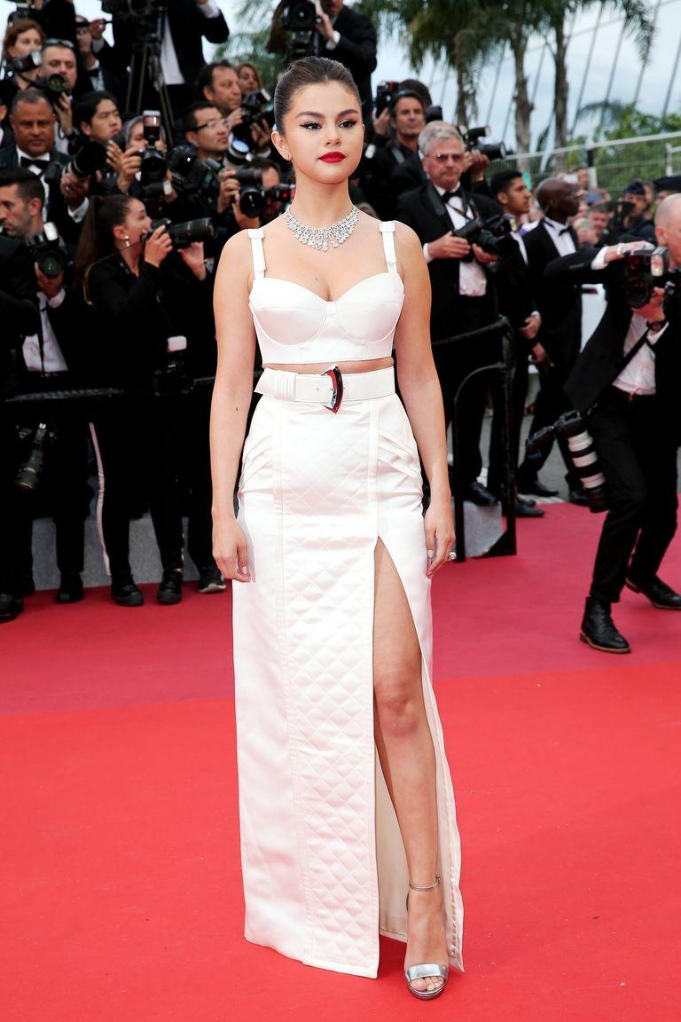Selena Gomez va dan my nhan duoc be, nam im tren xe vi so hong vay hinh anh 4 selena_gomez_attends_the_opening_ceremony_and_screening_of_news_photo_1149103316_1557856452.jpg
