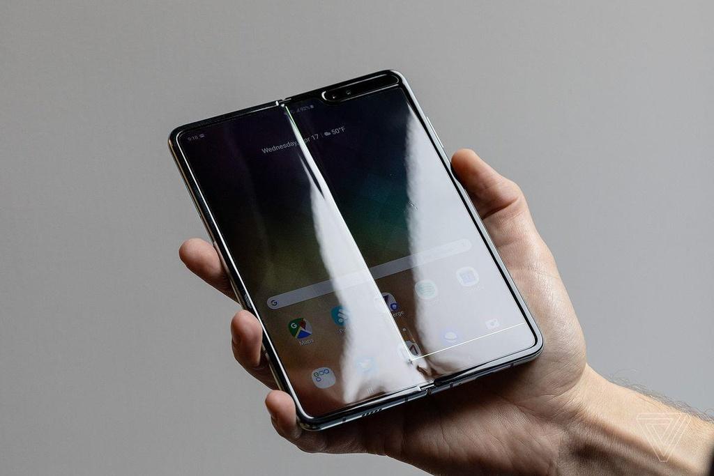 Vi sao kho san xuat smartphone man hinh gap? hinh anh 2