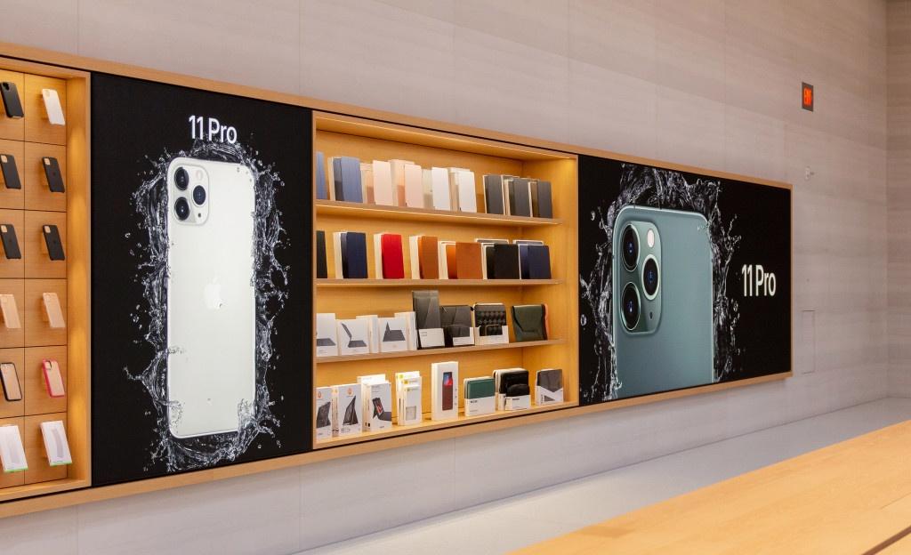 Ben trong Apple Store lon nhat the gioi vua mo cua tro lai hinh anh 15
