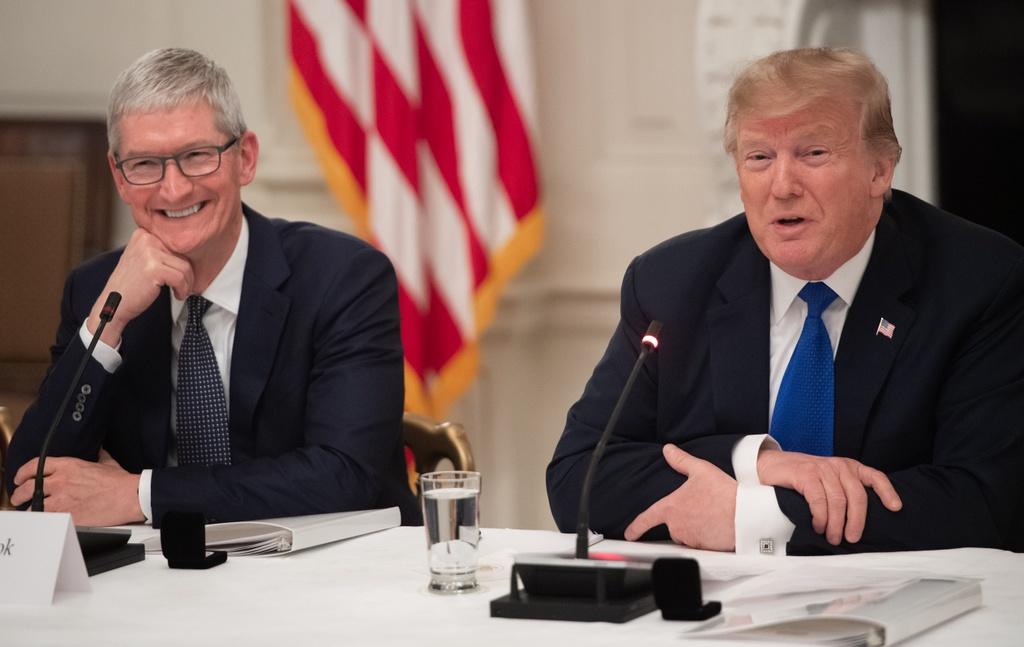 Vi sao CEO Apple thuong xuyen qua lai voi Tong thong Donald Trump? hinh anh 1