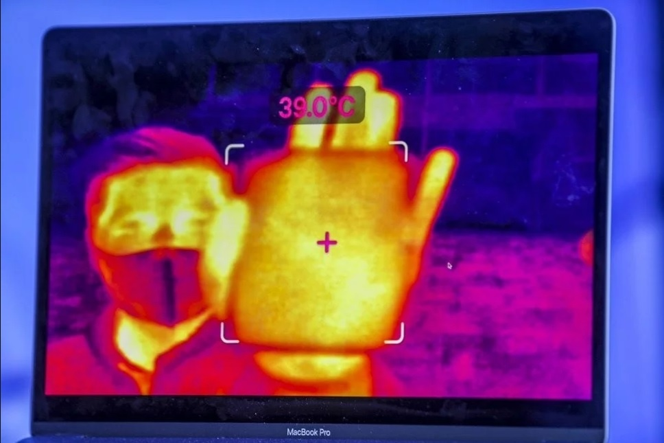 Vu khi dac biet cua Trung Quoc trong cuoc chien chong Covid-19 hinh anh 2 Ai_glass.jpg