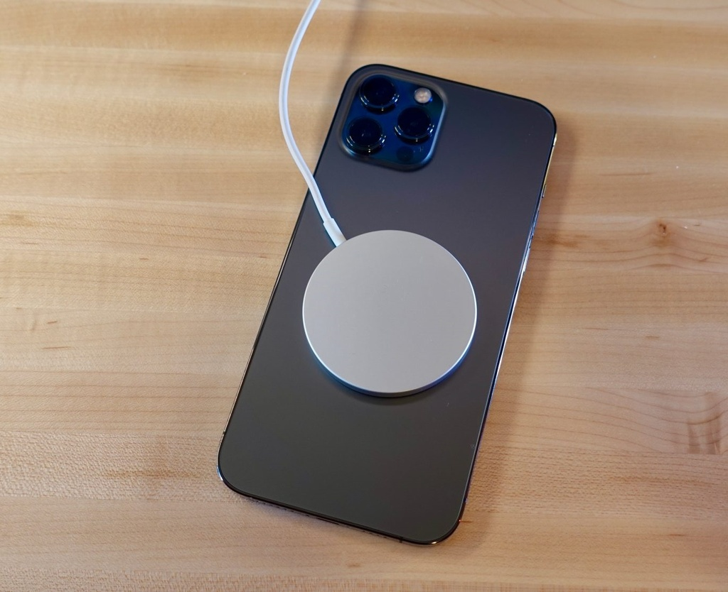 iPhone 12 anh huong den may tao rung tim anh 1