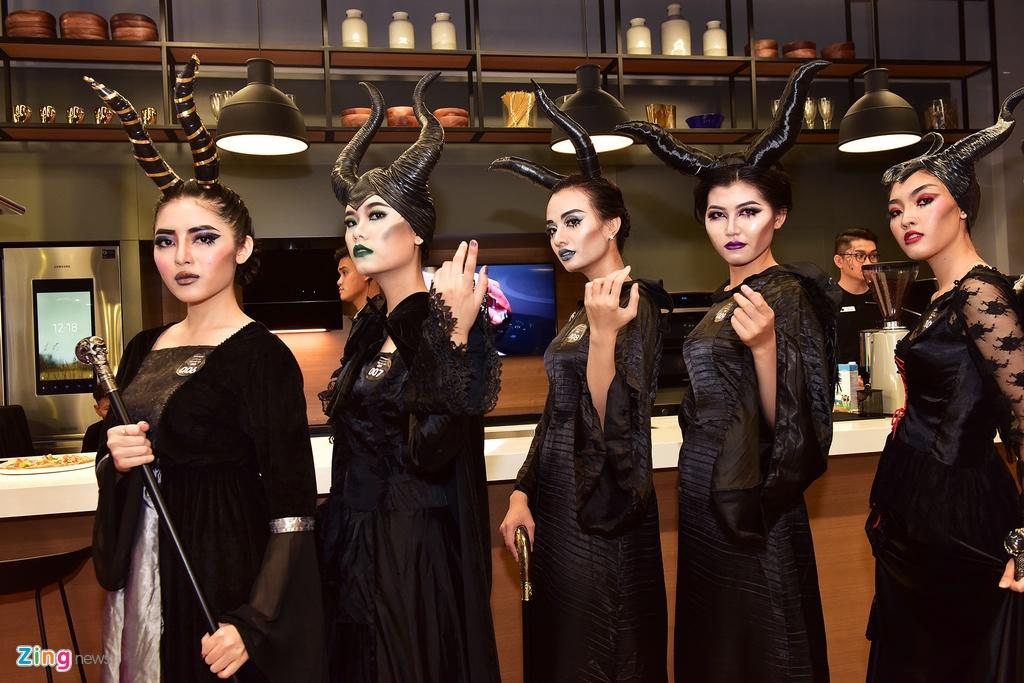 Khong phai Vo Dien, Tien hac am da chiem tron spotlight mua Halloween hinh anh 11