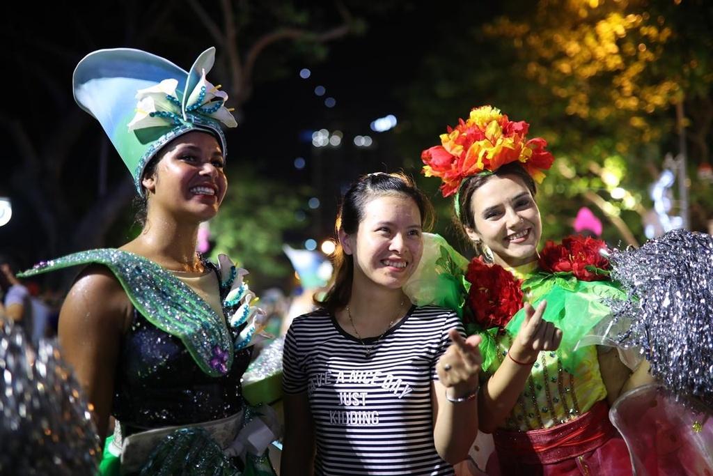 Carnival duong pho 'DIFF 2019' khuay dong khong gian pho dem Da Nang hinh anh 10