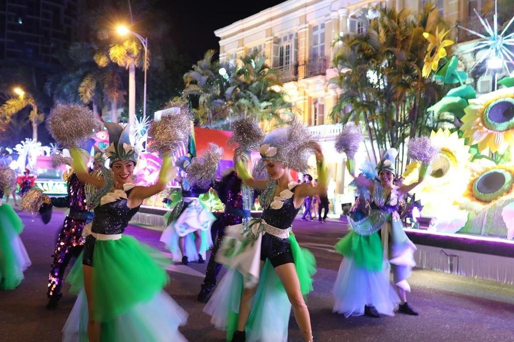 Carnival duong pho 'DIFF 2019' khuay dong khong gian pho dem Da Nang hinh anh 2