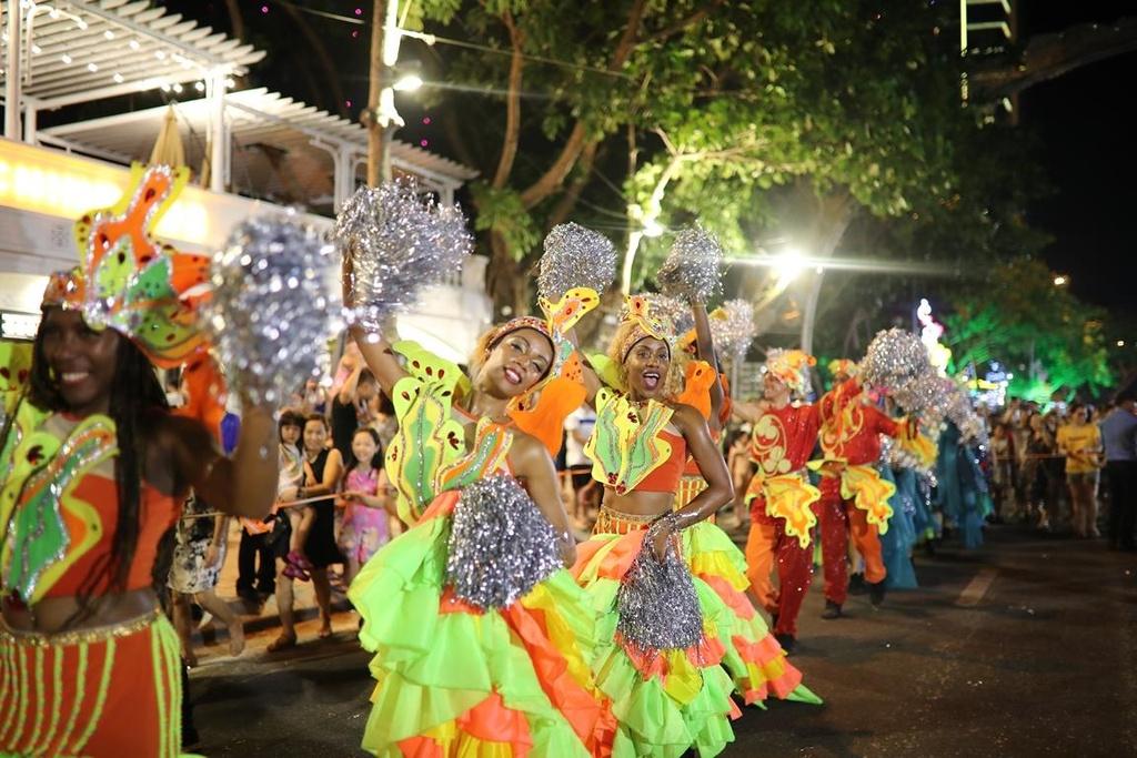 Carnival duong pho 'DIFF 2019' khuay dong khong gian pho dem Da Nang hinh anh 4