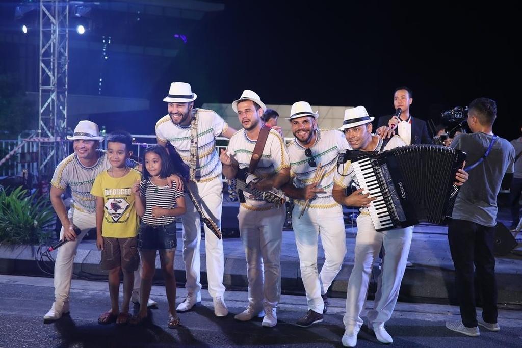 Carnival duong pho 'DIFF 2019' khuay dong khong gian pho dem Da Nang hinh anh 5