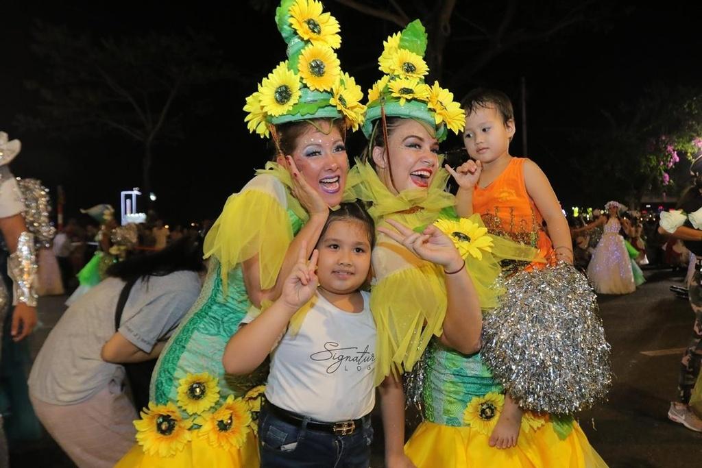 Carnival duong pho 'DIFF 2019' khuay dong khong gian pho dem Da Nang hinh anh 9